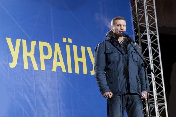 Vitali Klitscho devant la foule, au moment de la crise du Maïdan , en 2014