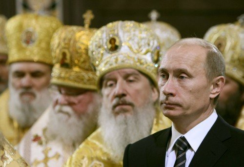 Le président russe Vladimir Poutine et des patriarches orthodoxes.